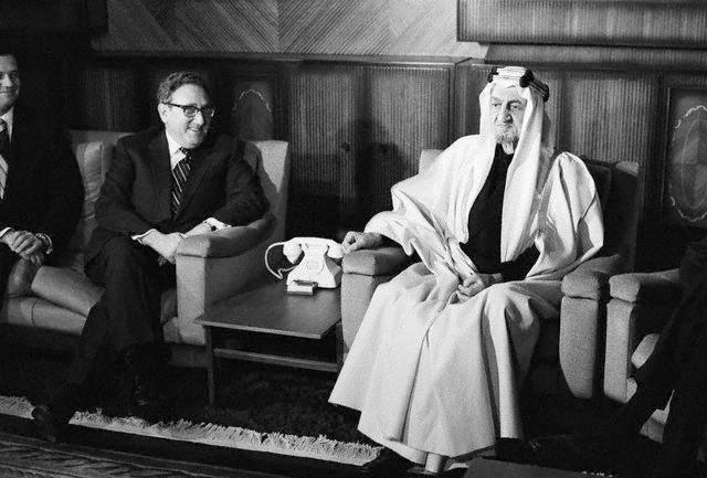 Kissinger meeting King Faisal of Saudi Arabia in Riyadh 14 Dec 1973